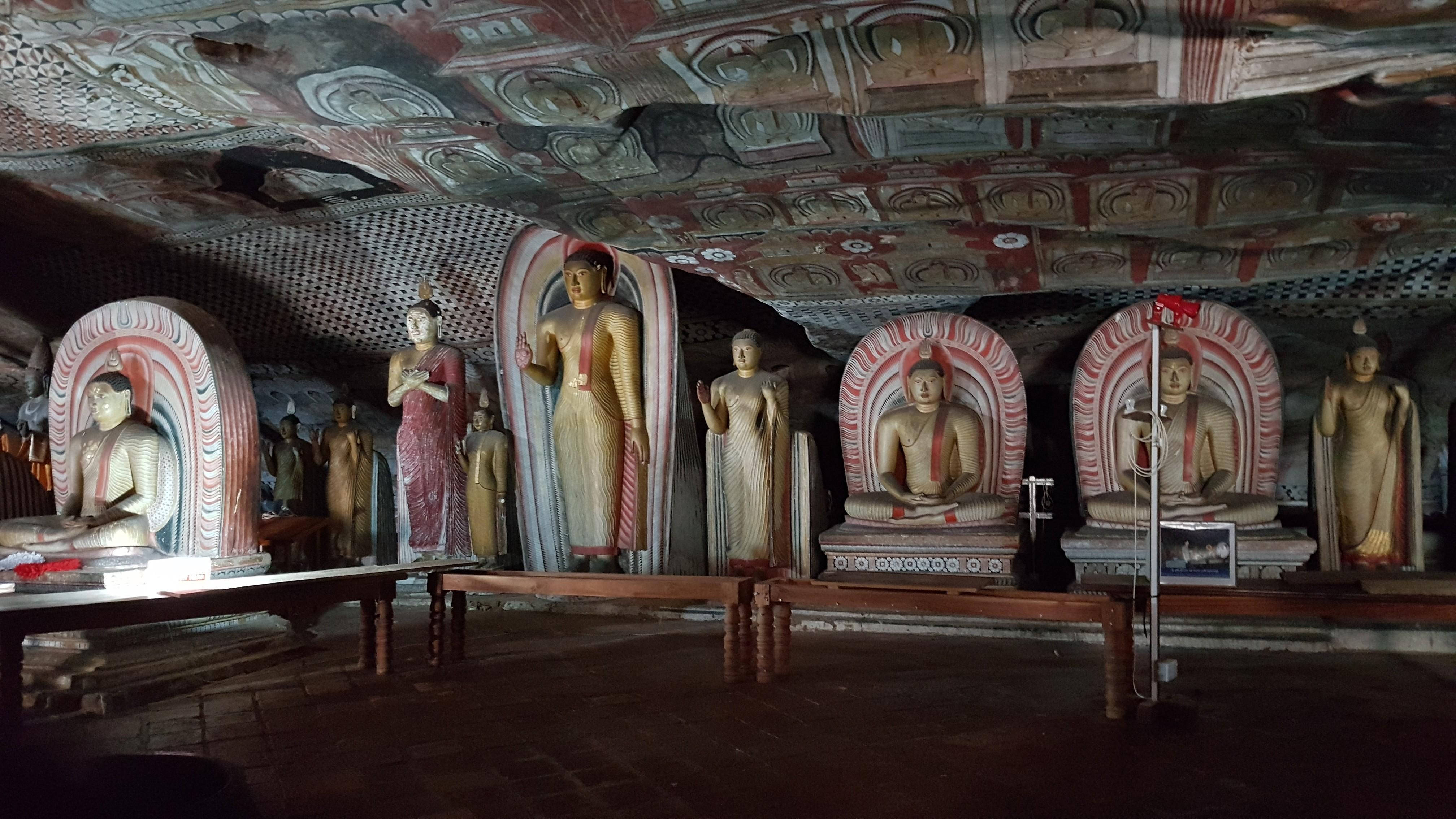 DAMBULLA - Temple troglodyte